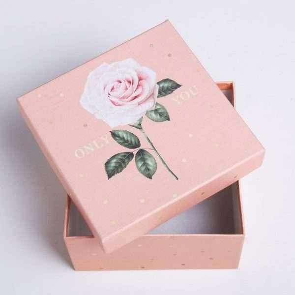 Подарочная коробка «Цветы» (11,8*11,8*6,6)