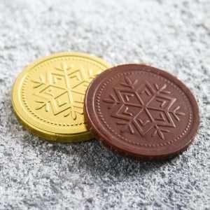 """Шоколадная монета на открытке """"Весь год - без забот"""""""
